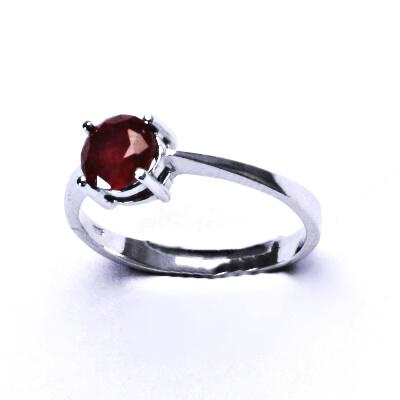 ČIŠTÍN s.r.o Stříbrný prsten,přírodní rubín,prstýnek ze stříbra, T 1250 2888