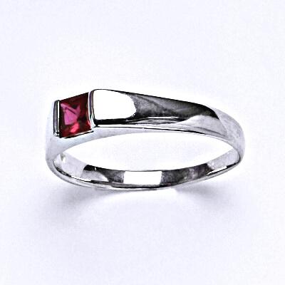 ČIŠTÍN s.r.o Stříbrný prsten se syntetickým rubínem,prsten ze stříbra,T 1442 5070