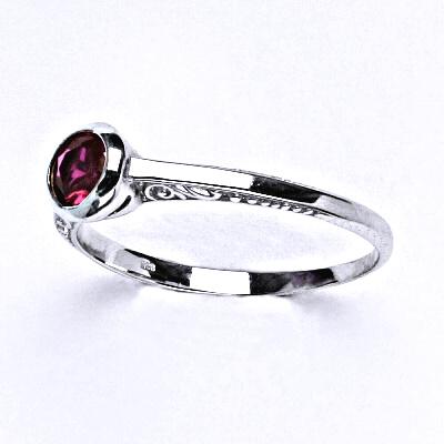 ČIŠTÍN s.r.o Stříbrný prsten se syntetickým rubínem,prsten ze stříbra,T 1443 2438